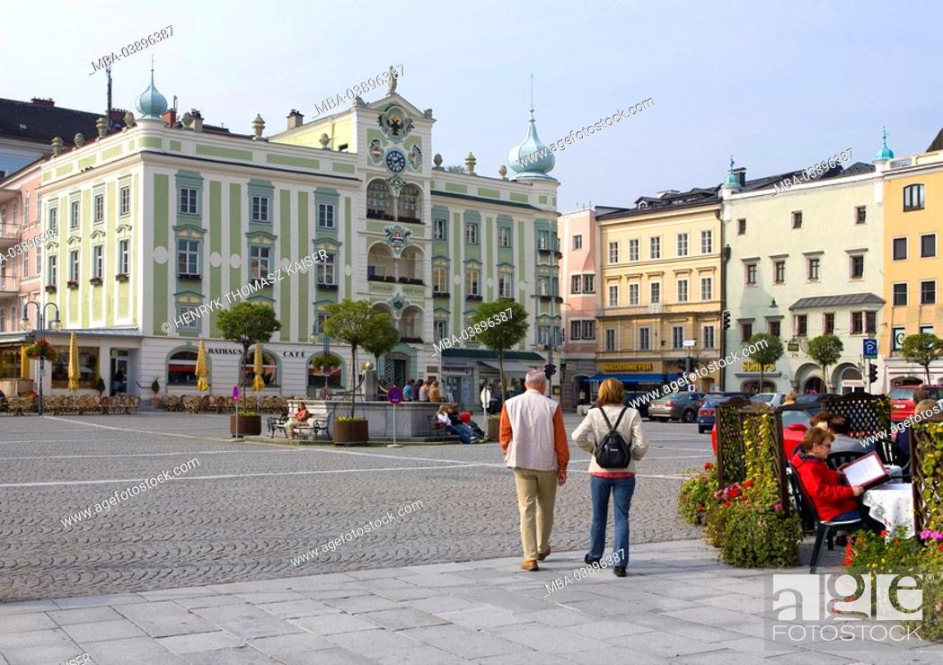 Stock Photo: Austria, waiter-roaster-empire, Gmunden, town hall-place, town hall, tourists, place, houses, business-houses, town hall-buildings, renaissance-buildings.