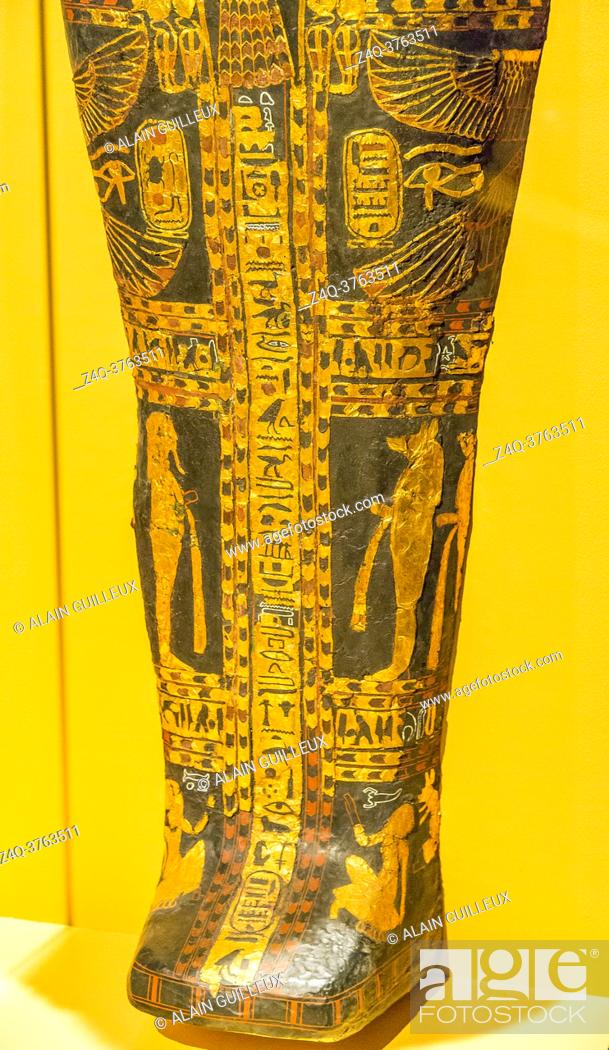 Photo de stock: Egypt, Cairo, Egyptian Museum, cartonnage coffin with hawk head, found in the royal necropolis of Tanis, burial of the king Sheshonq 2.