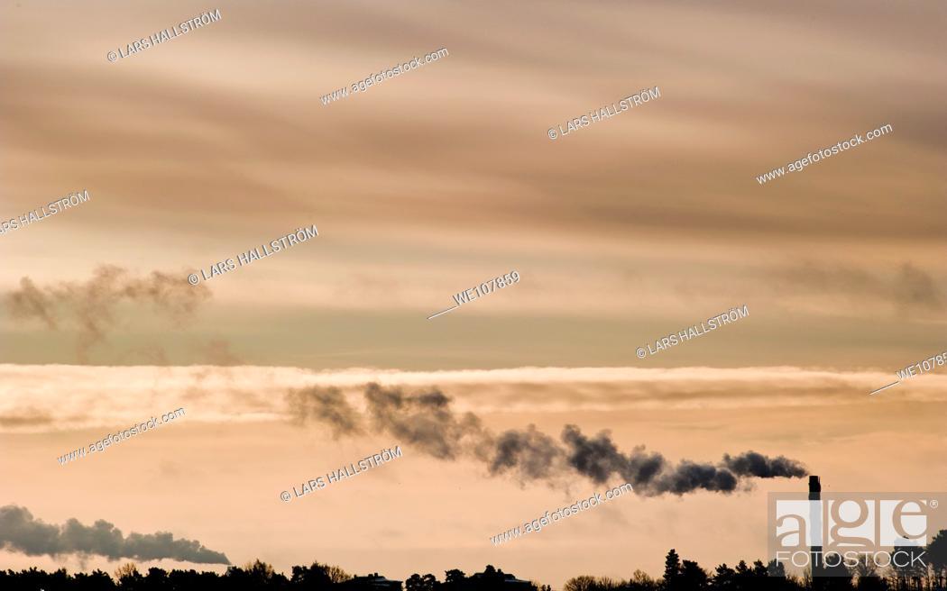 Photo de stock: Smokestacks and sky, Sweden.