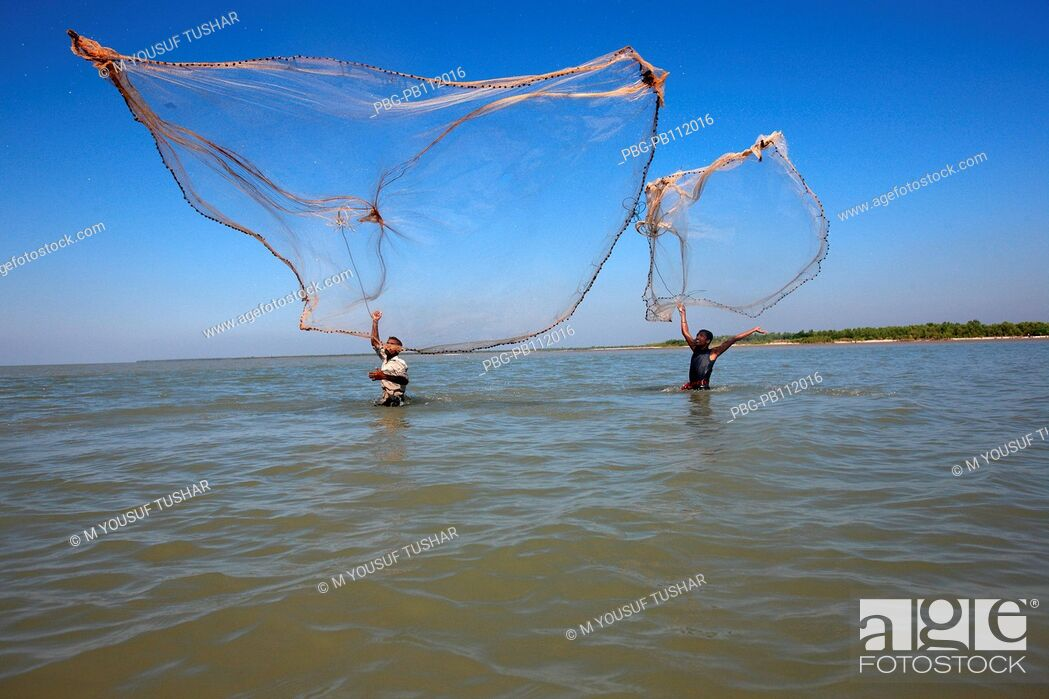 Imagen: Fishing at Dubla IslandDubla Island located at the southern border of the Sundarban facing the Bay of Bengal of Bangladesh Fishing time in this island October.