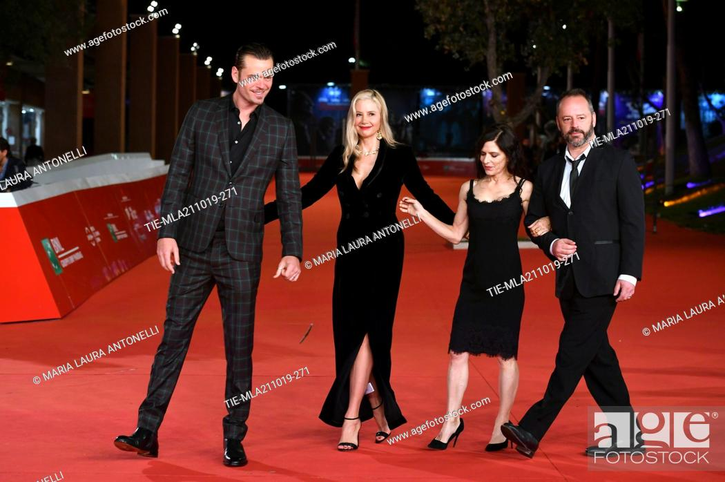 Imagen: The director Melora Walters and the cast with Christopher Backus, Mira Sorvino and Gil Bellows pose during the red carpet for 'Drowing' at the 14th annual Rome.