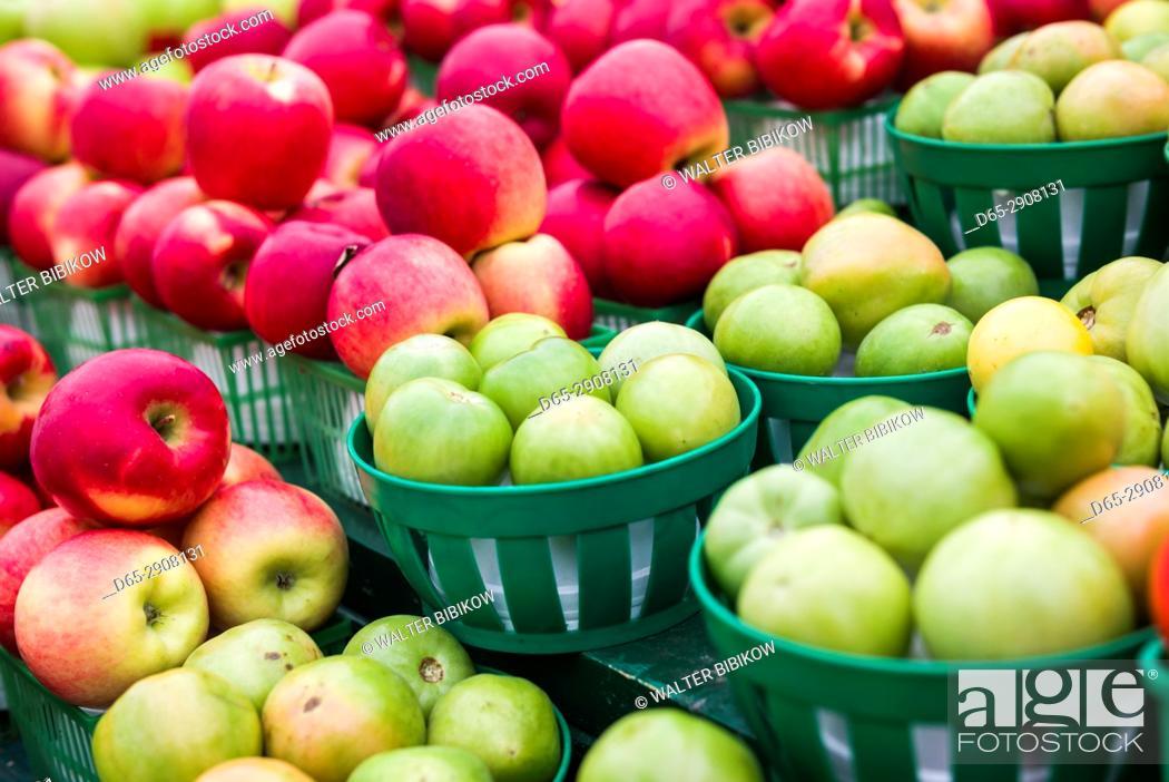 Imagen: Canada, Ontario, Ottowa, capital of Canada, Byward Market, apples.