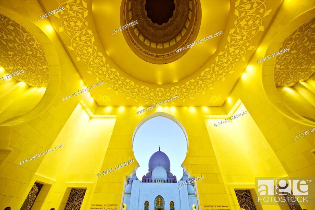 Stock Photo: Architectural work of art, Sheik Zayed Grand Mosque, Abu Dhabi, UAE.