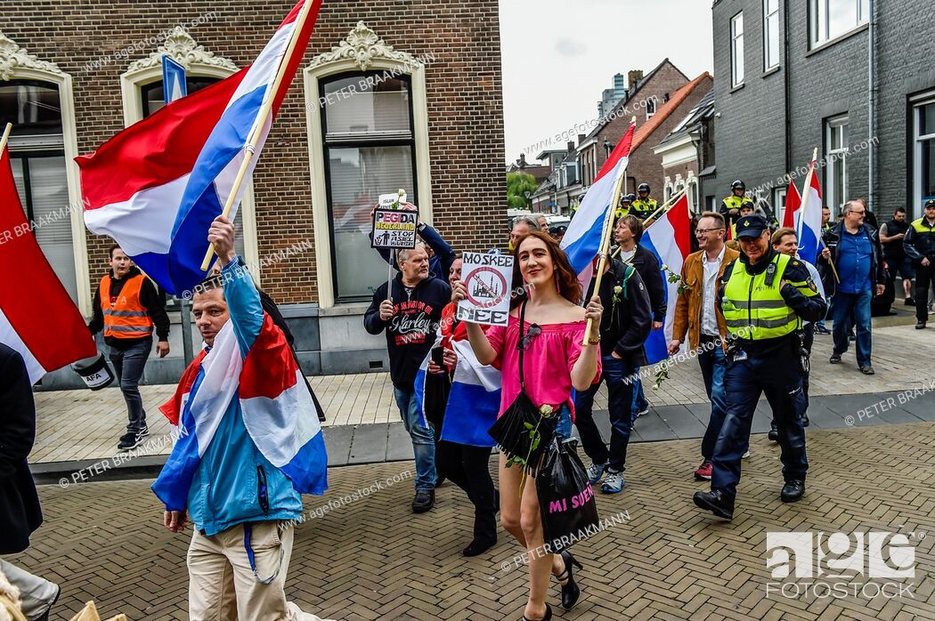 Imagen: Tilburg - Netherlands - 07-05-2017 - The anti-Islamic movement Pegida met in Tilburg on Sunday afternoon to argue against the construction of a new mosque for.