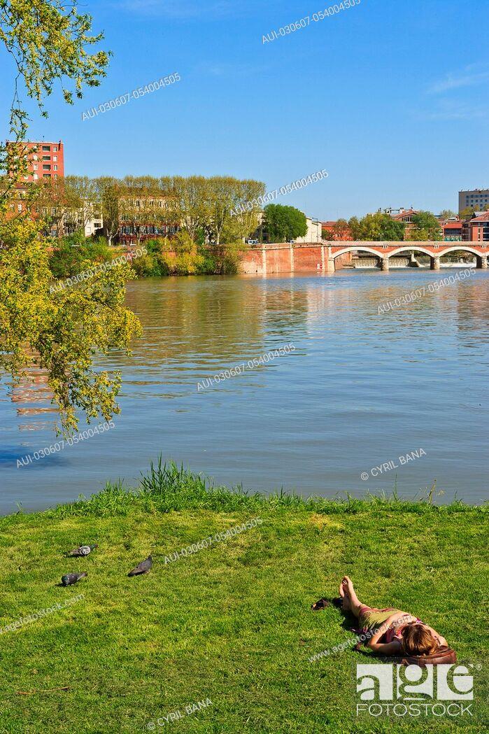 Stock Photo: France, Toulouse, La prairie des Filtres, [urban park].