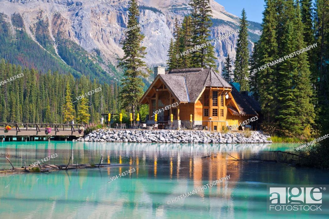 Imagen: Picturesque log cabin, Emerald Lake, Yoho NP, British Columbia, Canada.