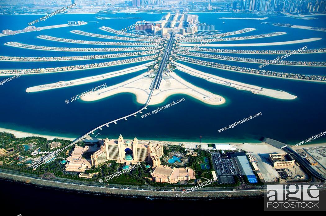 Stock Photo: Atlantis Hotel and Palm Jumeirah in Dubai, UAE.