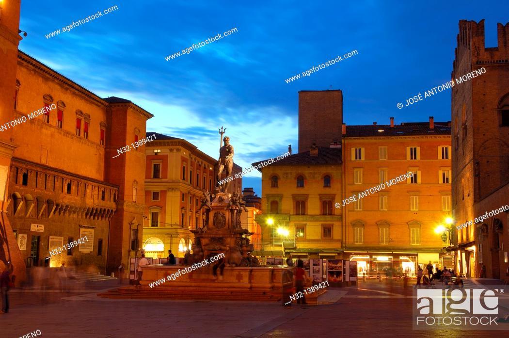Stock Photo: Bologna, Neptune fountain, Fontana dei nettuno, Piazza Maggiore Main Square, Emilia Romagna, Italy.