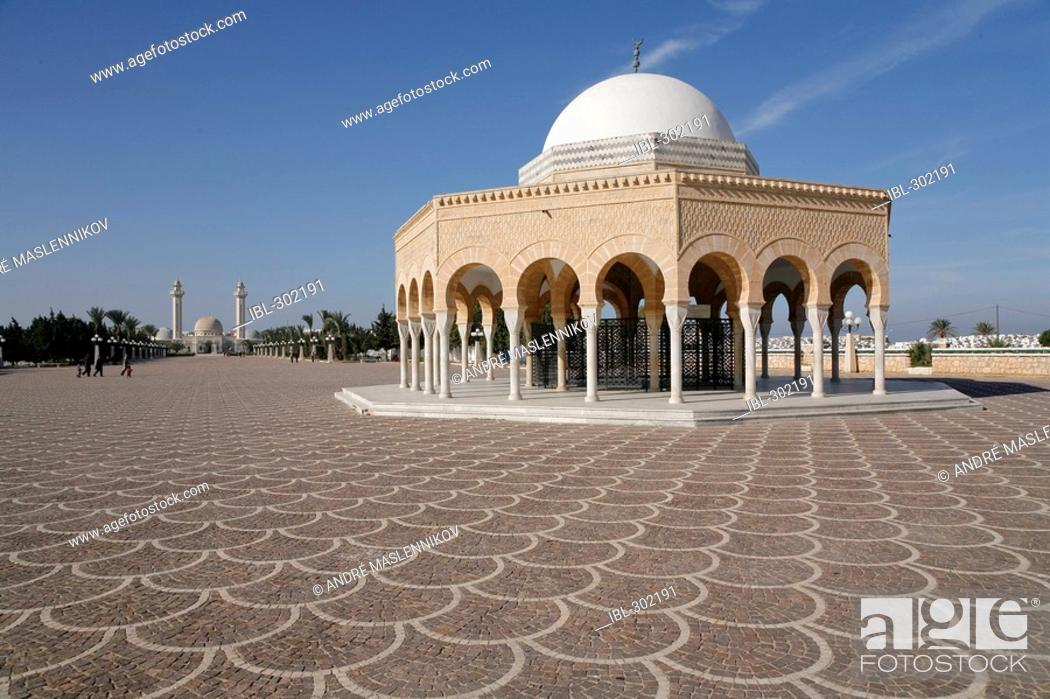 Stock Photo: The grave of the unknown soldier in front of Habib Bourguiba mausoleum in Monastir. Tunisia.