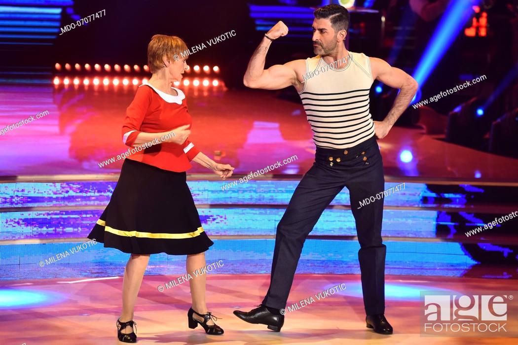 Imagen: The Italian actress Milena Vukotic with her dance master Simone Di Pasquale during the fourth episode of the show Ballando Con Le Stelle auditorium Rai Foro.