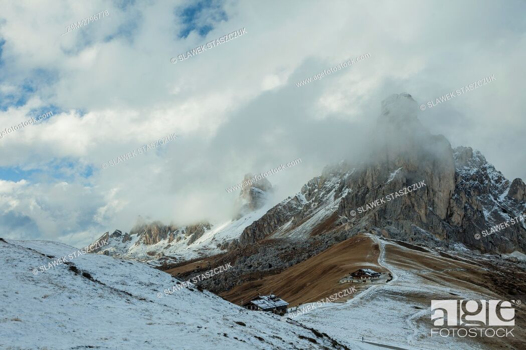 Photo de stock: Snow at Passo Giau, Dolomites near Cortina d'Ampezzo, Italy.