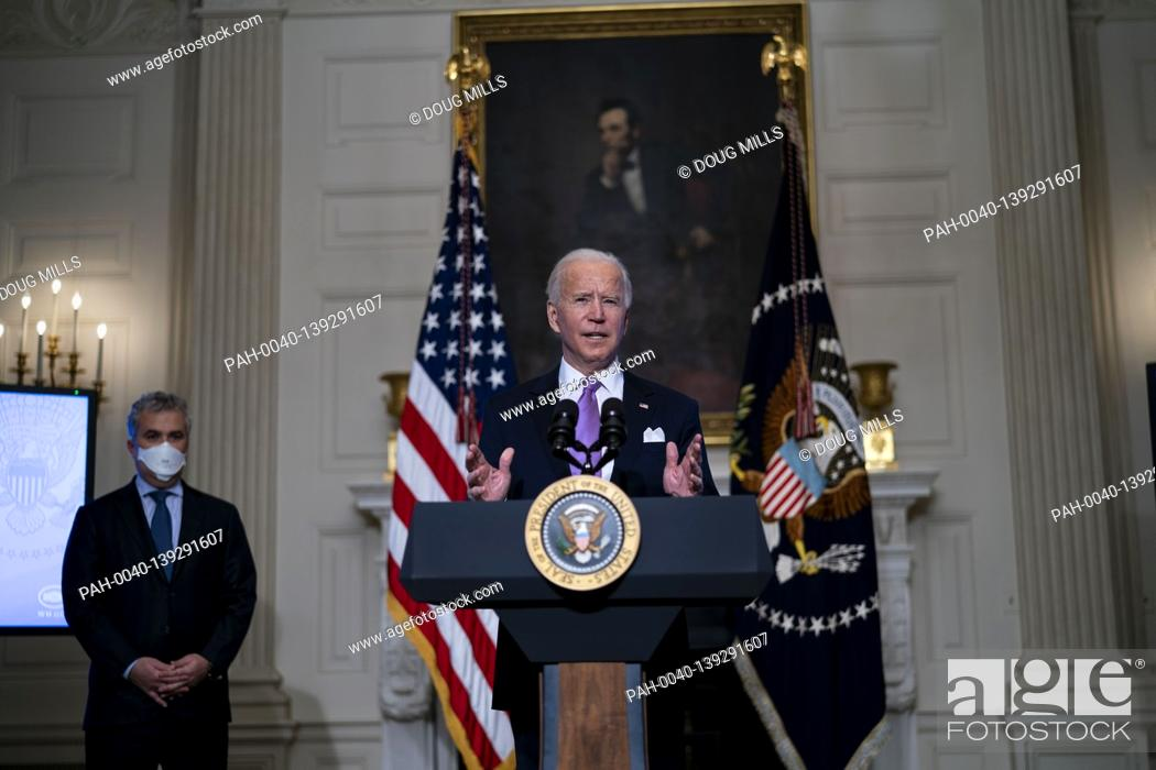 Imagen: United States President Joe Biden delivers remarks on the fight to contain the COVID-19 pandemic in the State Dining Room of the White House, Tuesday.
