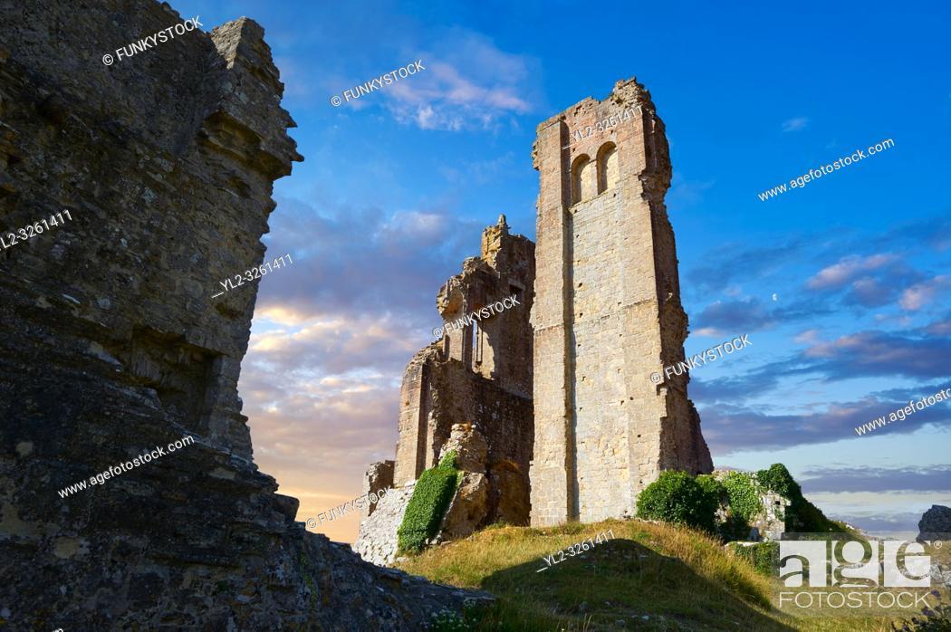 Photo de stock: Medieval Corfe castle keep close up sunrise, built in 1086 by William the Conqueror, Dorset England.