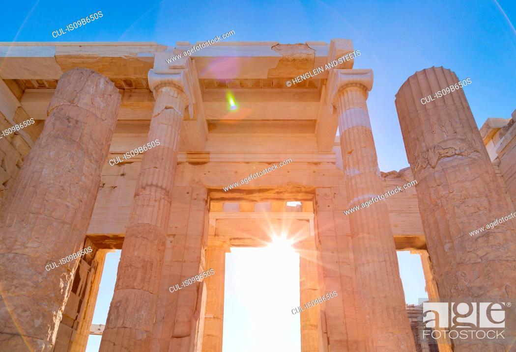 Imagen: Sunlight on the acropolis ruins, Athens, Attiki, Greece, Europe.