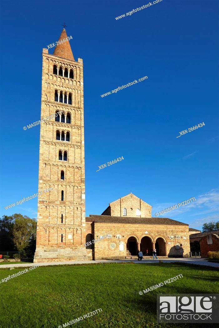 Imagen: The belfry of Pomposa Abbey, Codigoro, Italy.