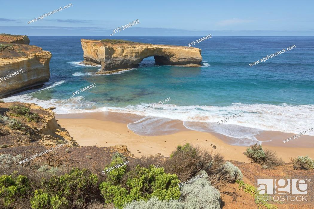 Photo de stock: London Arch in the Port Campbell National Park, Great Ocean Road, Victoria, Australia. The landmark was formally known as London Bridge.