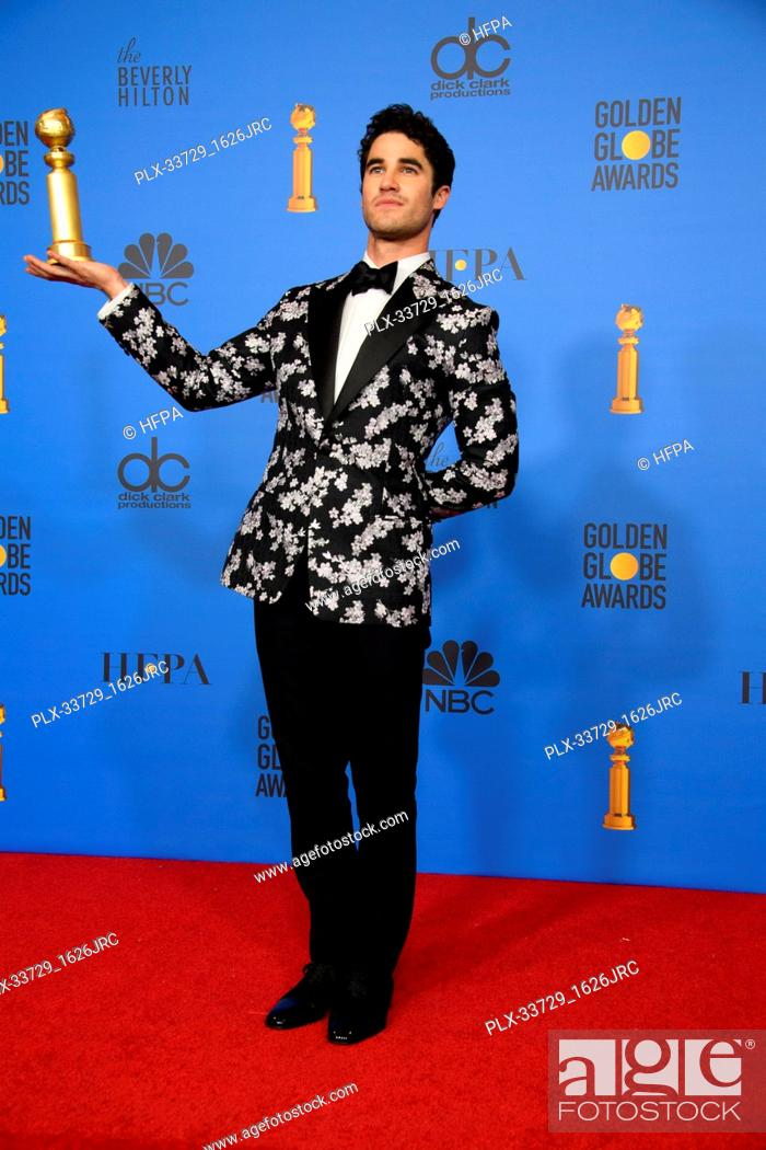 """Imagen: After winning the category of BEST PERFORMANCE BY AN ACTOR IN A LIMITED SERIES OR A MOTION PICTURE MADE FOR TELEVISION for his role in """"""""The Assassination of."""