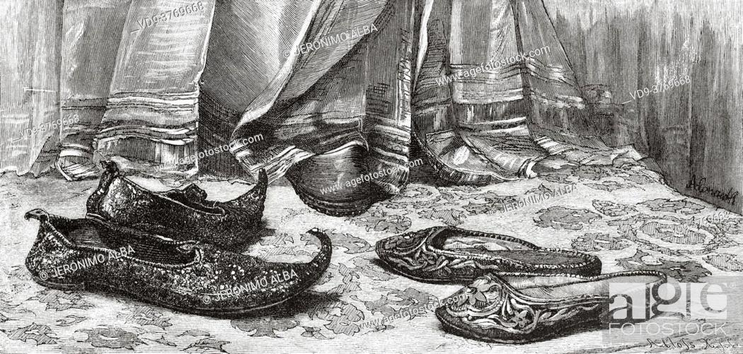 Imagen: Traditional Arabic shoes. Ancient Egypt History. Old 19th century engraved illustration from El Mundo Ilustrado 1879.