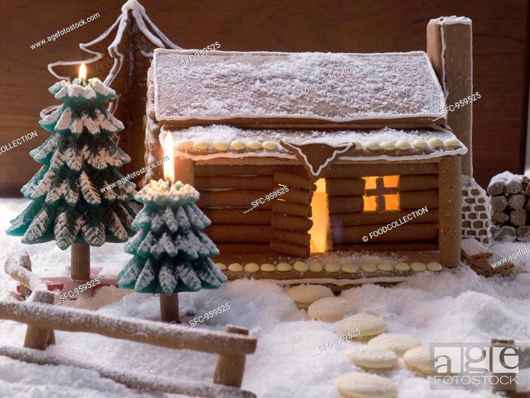 Stock Photo: Gingerbread log cabin in snowy forest.