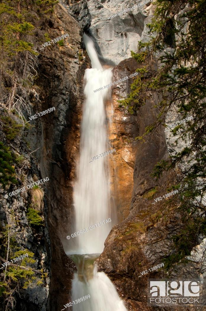 Stock Photo: Silverton Falls, Banff National Park, Alberta, Canada.