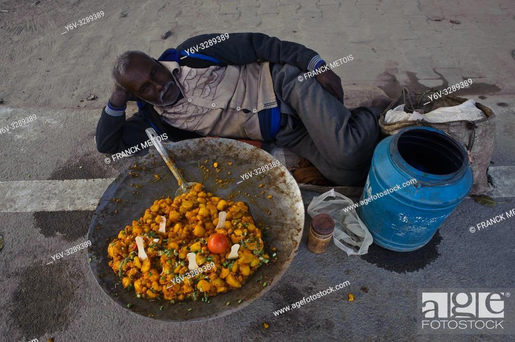 Stock Photo: Man selling street food ( Allahabad, India).