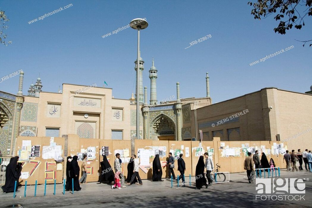 Stock Photo: Iran, Qom, Backside of Masjed-e Azam Mosque, Mar`ashi Nadjafi Street.