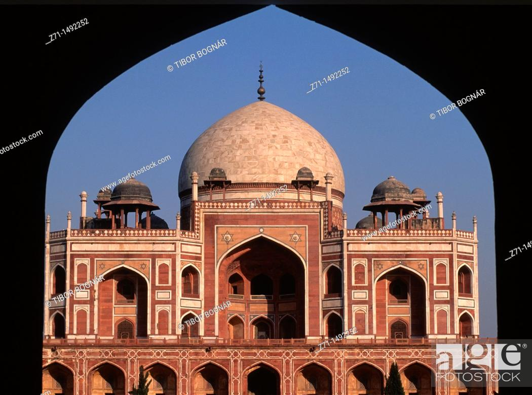 Stock Photo: India, Delhi, Humayun's Tomb,.