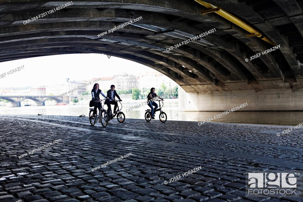 Imagen: Electric bike, electric powered bicycle, cyclist, urban, city, transport CTK Photo/Josef Horazny , MR.