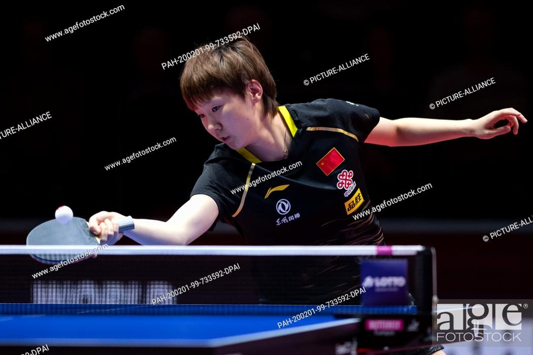 Imagen: 01 February 2020, Saxony-Anhalt, Magdeburg: Table tennis: German Open, women, singles, quarter finals, Wang (China) - Sun (China).