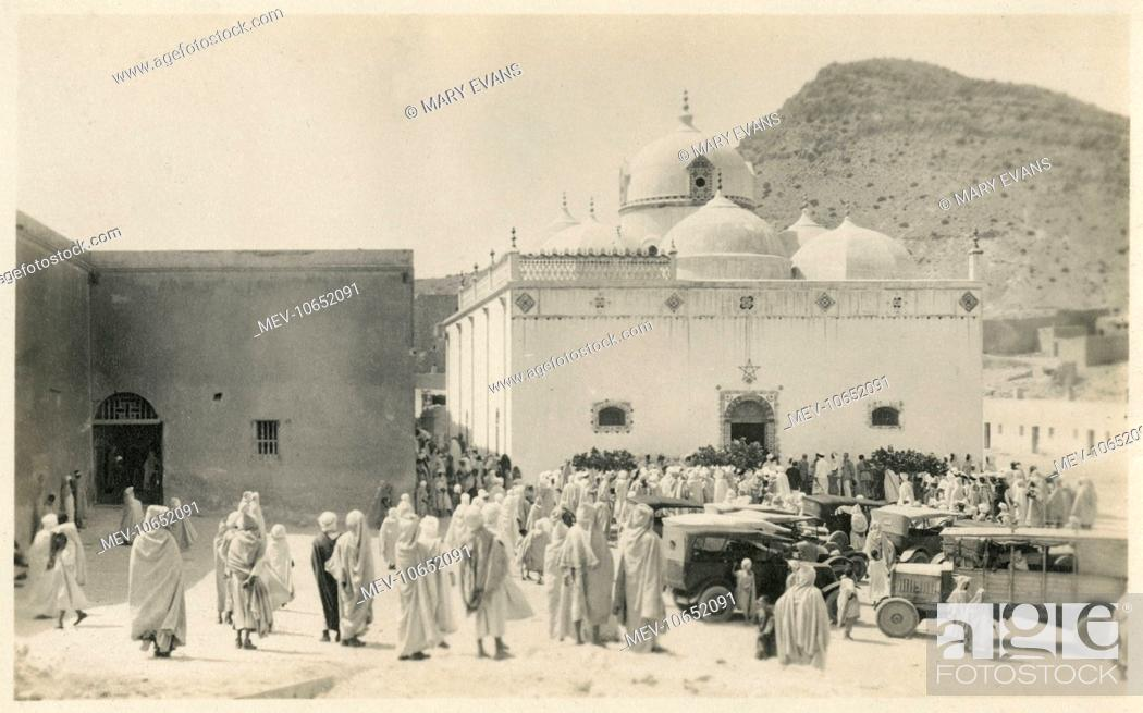 unnamed tomb or mosque medina saudi arabia at the foor of mount