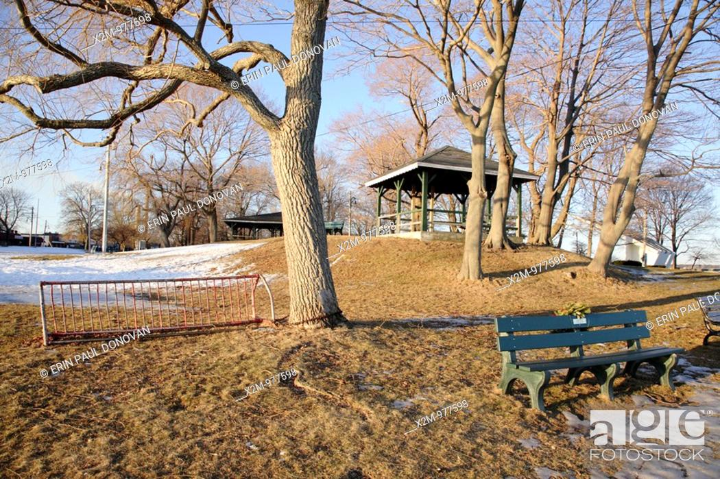 Photo de stock: Salem Willows Park during the winter months  Located in Salem, Massachusetts USA which is part of scenic New England  This park is known for its European white.