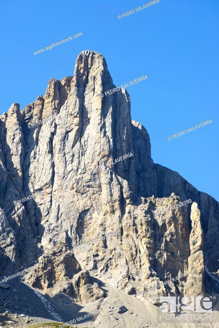 Imagen: Grand Aiguille Ansabere Peak in Lescun Cirque. Aspe Valley, Pyrenees, France.