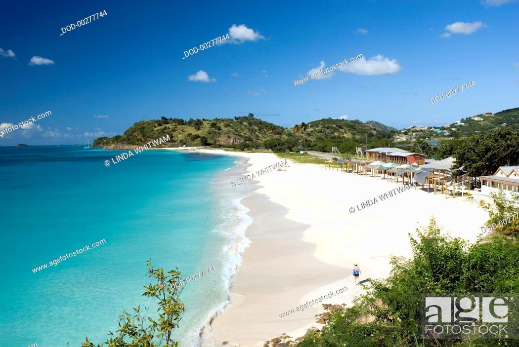 Imagen: Caribbean, Leeward Islands, Antigua, view of Darkwood beach.