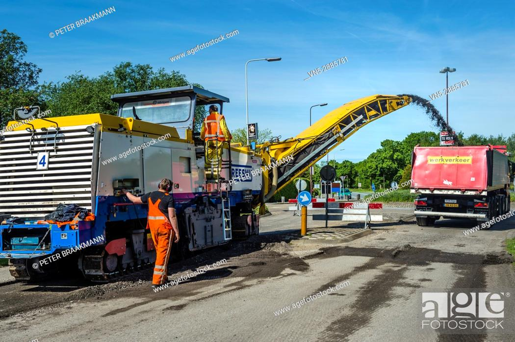 Stock Photo: Restoration of the ongoing Route through Oudenbosch.