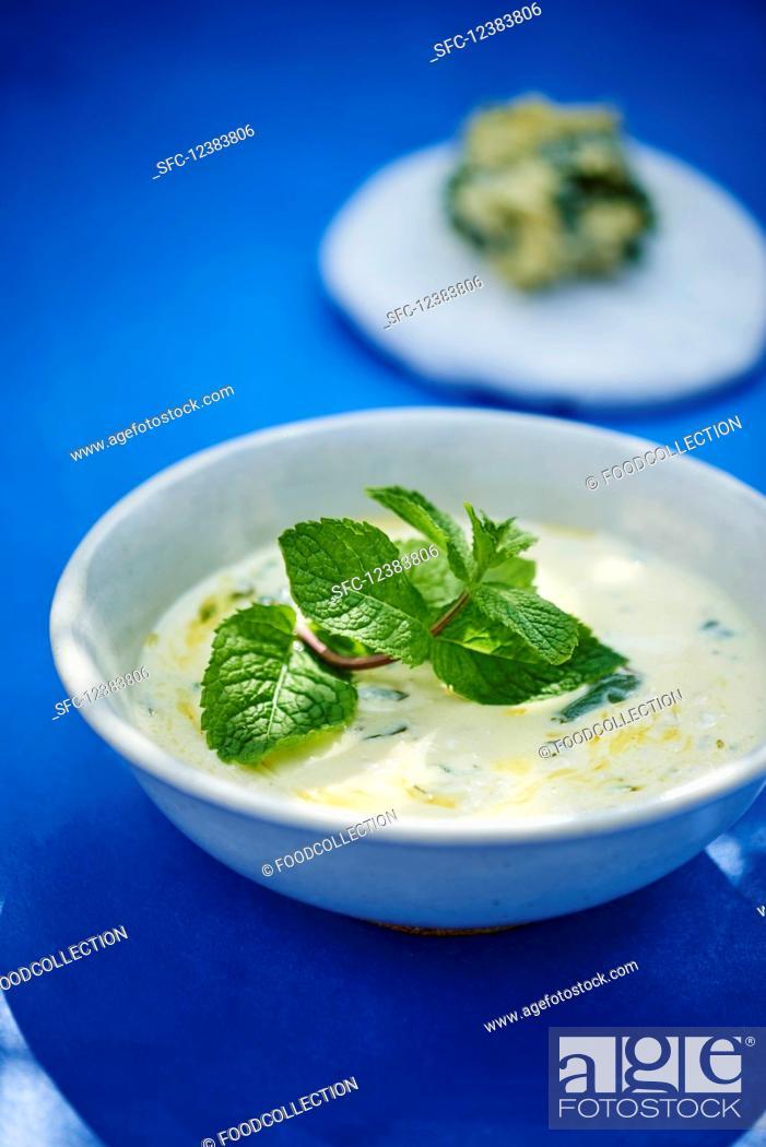 Imagen: Yoghurt soup with mint.