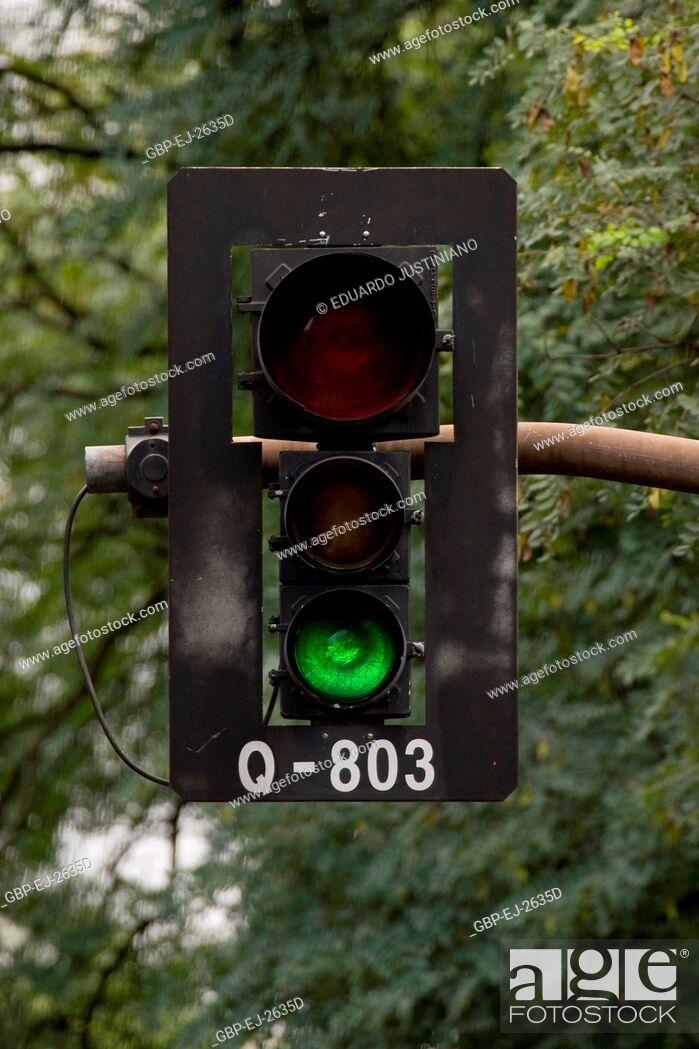 Stock Photo: Signalling of Traffic, Traffic light, Brazil.