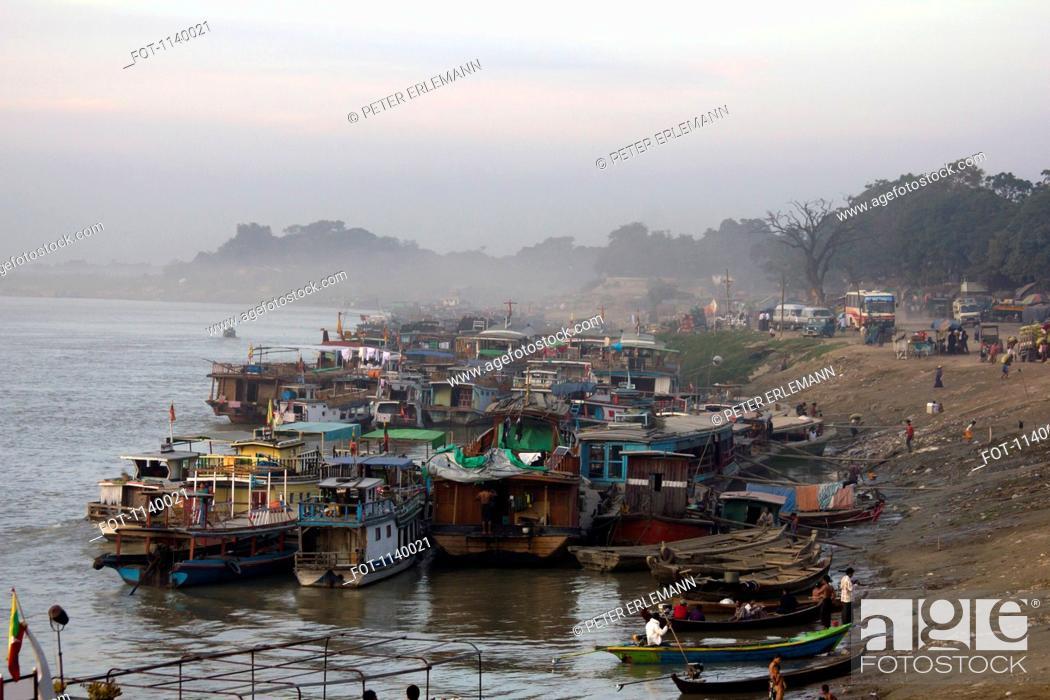 Stock Photo: Boats moored on the river bank, Ayeyarwady River, Mandalay, Burma.