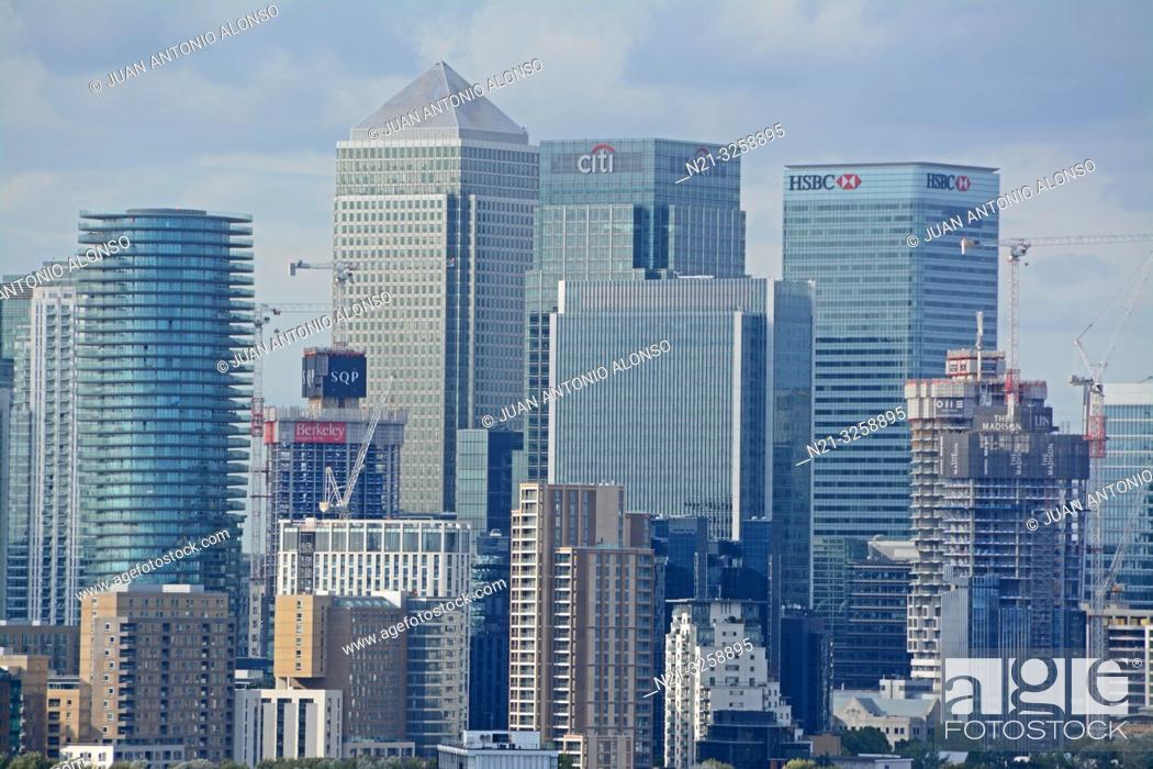Imagen: Canary Wharf business area from the Greenwich Observatory. London, England, Great Britain.