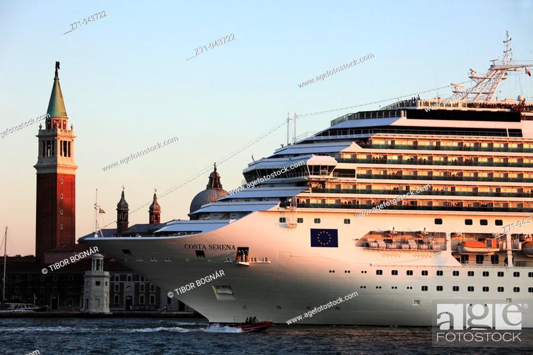 Stock Photo: Italy, Venice, San Giorgio Maggiore church, cruise ship.