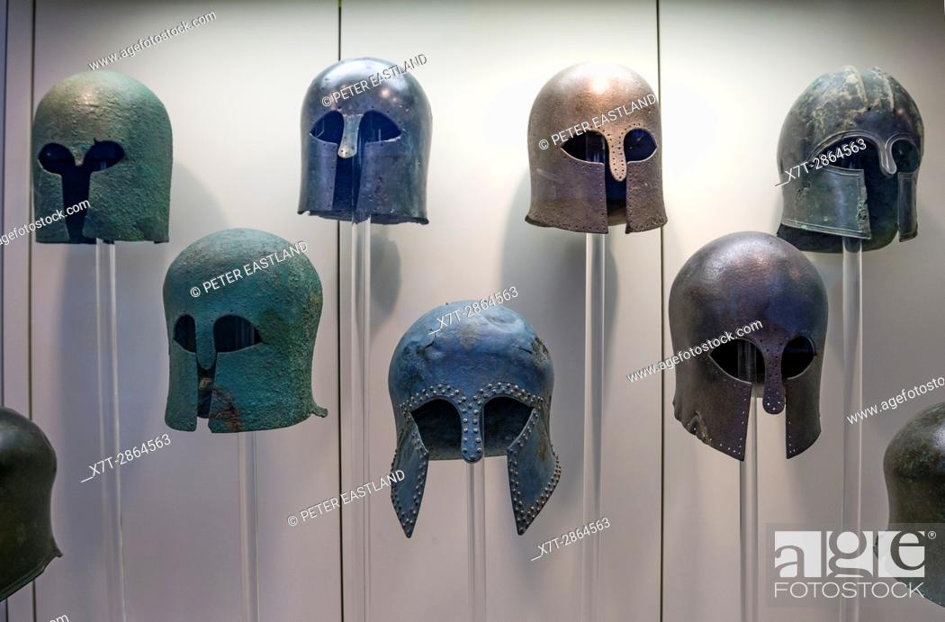 Imagen: Early classical, Corinthian style, Bronze helmets in the Archaeological museum, Ancient Olympia, Peloponnese, Greece.