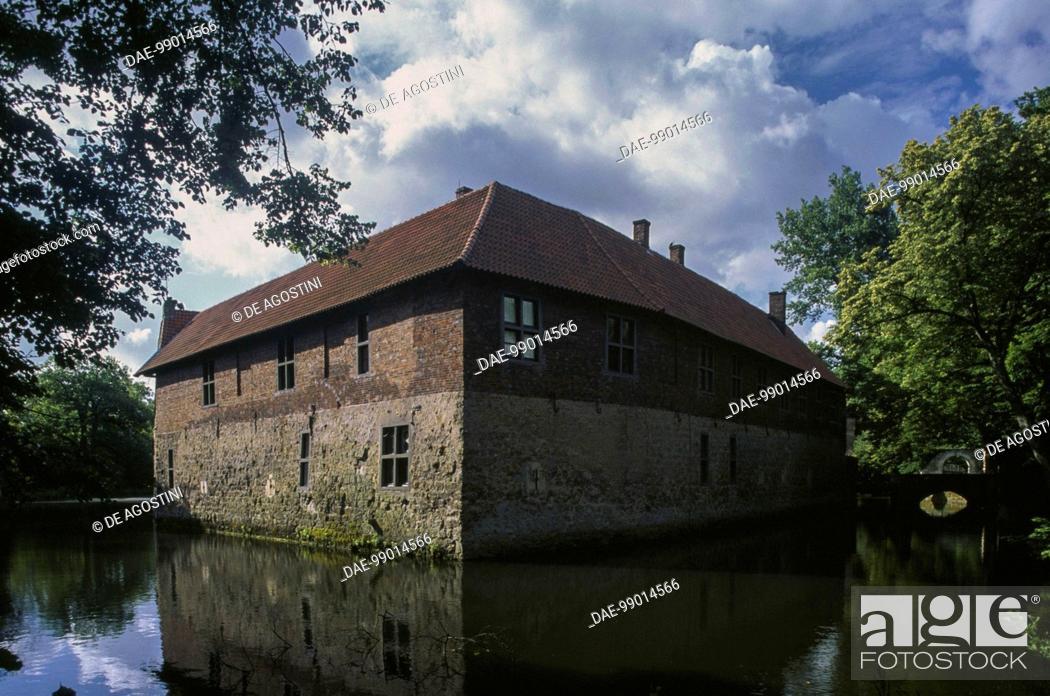 Imagen: Vischering Castle, Ludinghausen, North Rhine-Westphalia, Germany, 13th century.