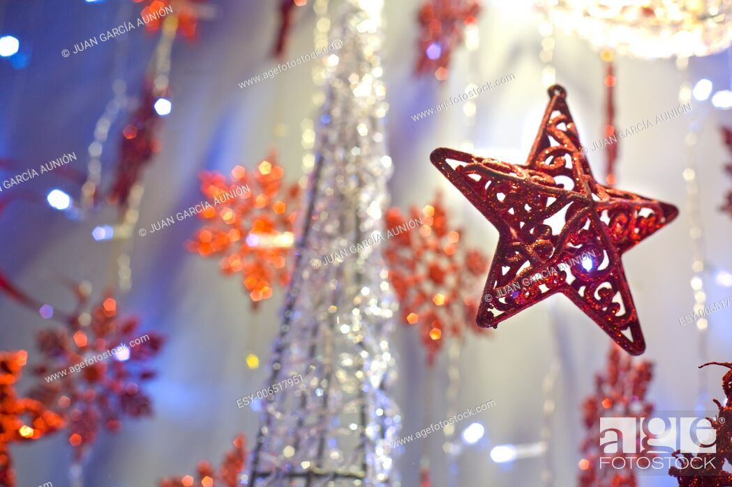 Imagen: Red christmas star decoration hanging. Selective focus.