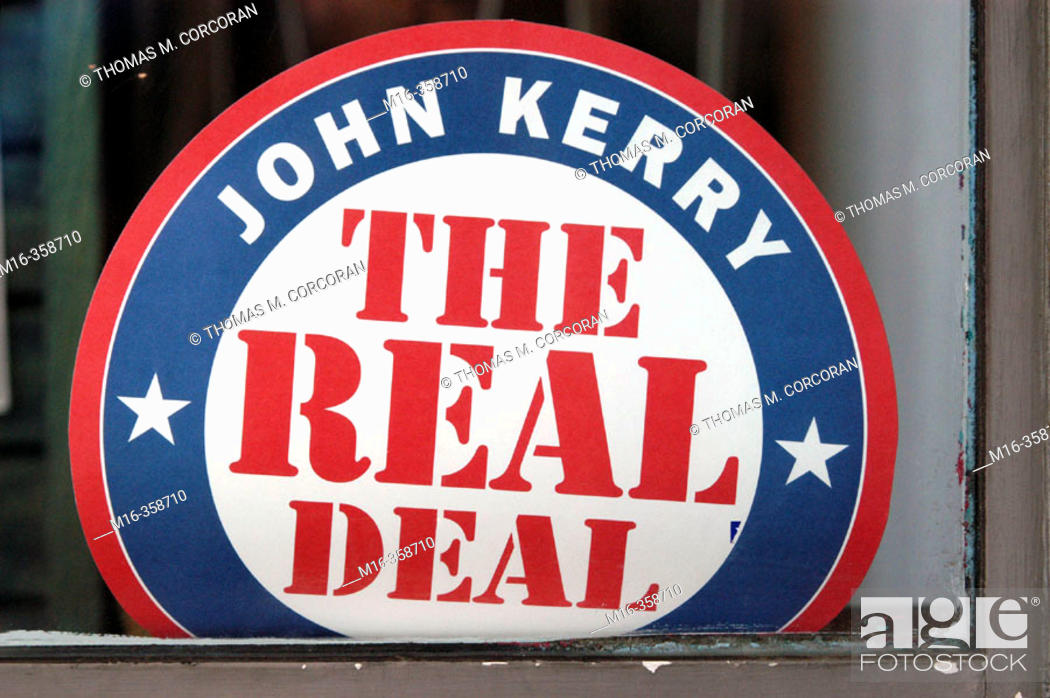 Imagen: 2004 presidential campaign: A Kerry poster in the window of a business in downtown Washington, DC.
