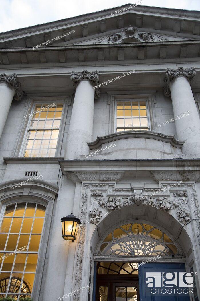 Imagen: Town Hall on Kings Road; Chelsea; London; England; UK.
