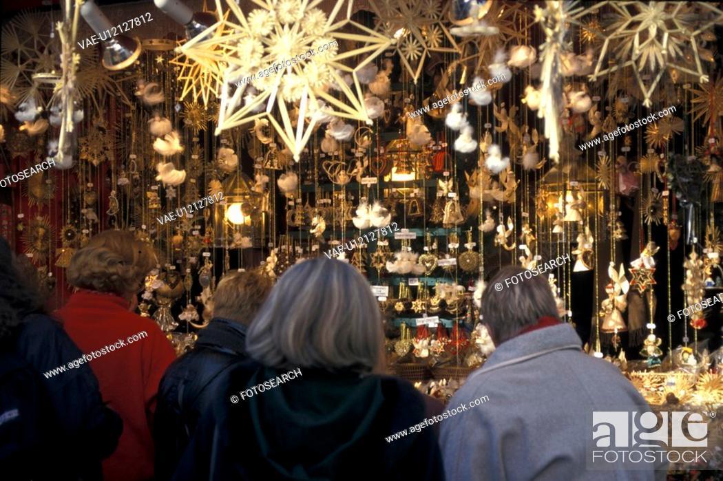 Stock Photo: geschaeft, adults, back view, bavaria, Bavaria, Bavarian.