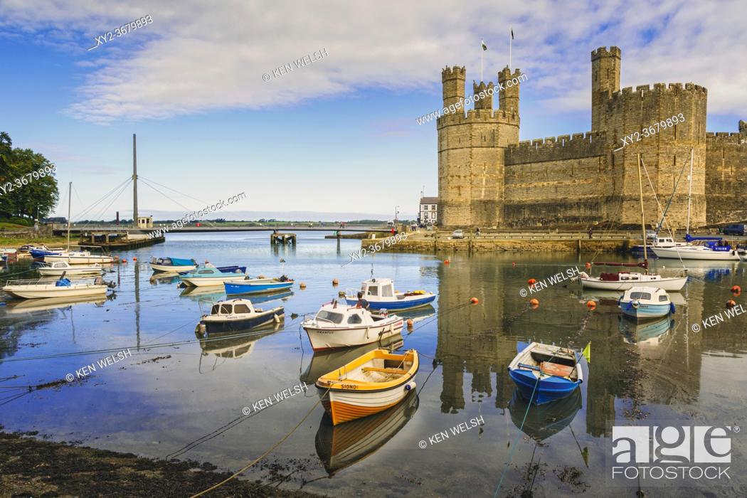 Photo de stock: Caernarfon or Carnarvon or Caernarvon, Gwynedd, Wales, United Kingdom. Caernarfon Castle seen across the River Seiont. It is part of the UNESCO World Heritage.