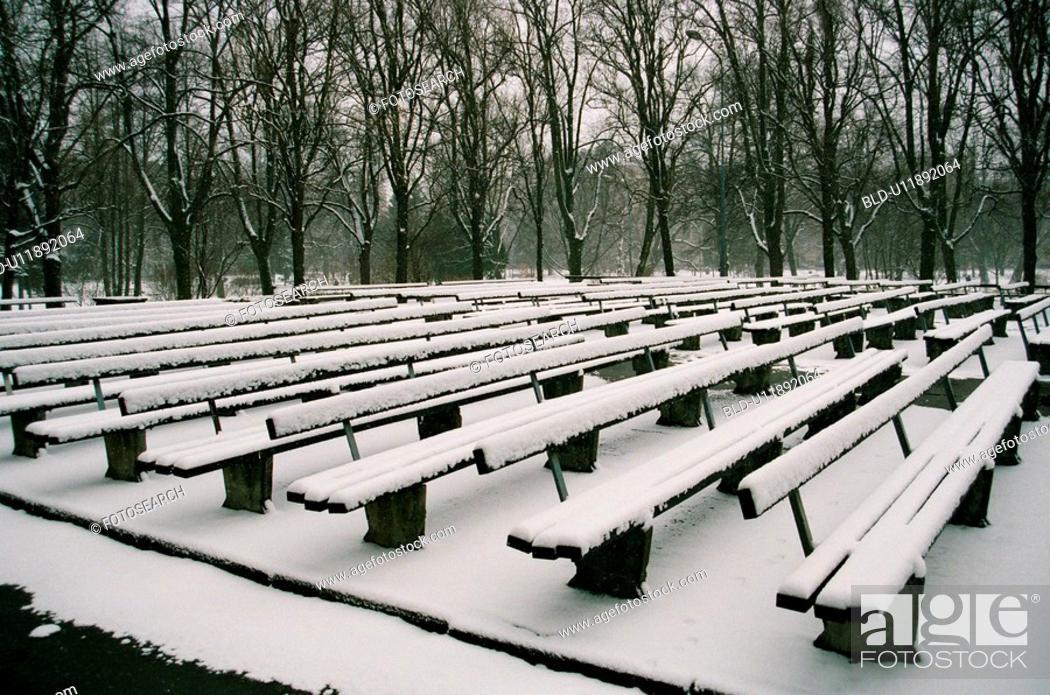 Stock Photo: winter, snow, snowy spring, april, city park, riga, latvia.