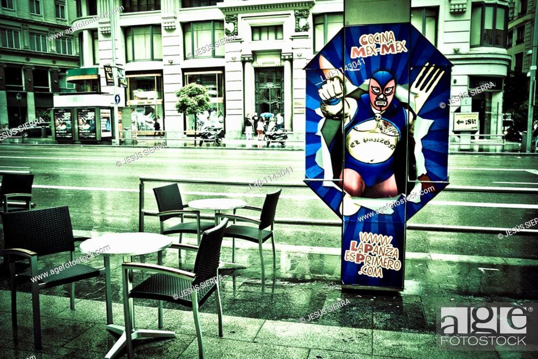 Stock Photo: Vista de la Gran Via en Madrid, Spain.