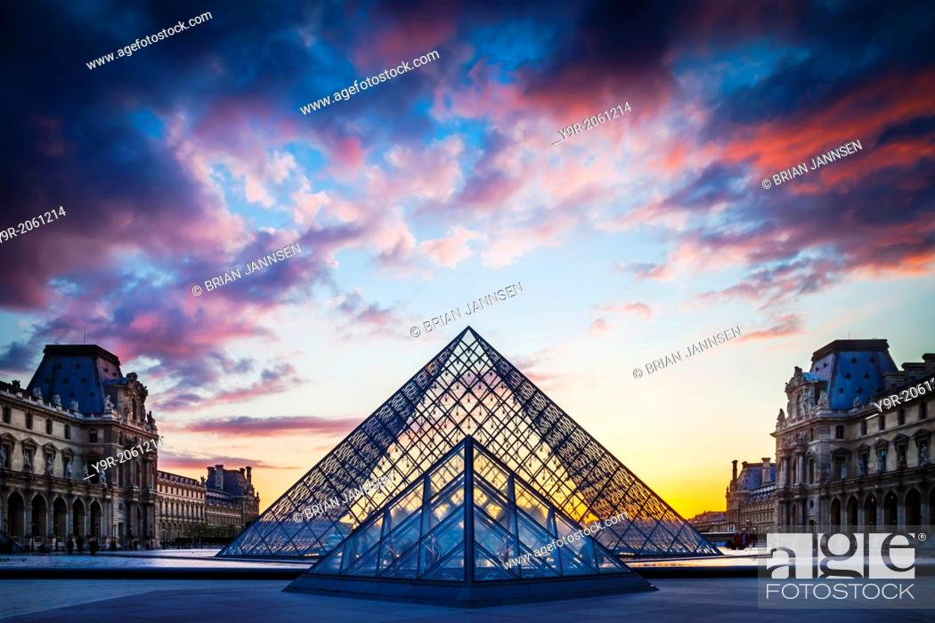 Photo de stock: Courtyard of Musee du Louvre at sunset, Paris France.