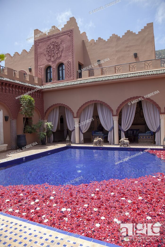 Imagen: Kasbah Tamadot Retreat Interior in Atlas Mountains near Marrakech, Morocco.